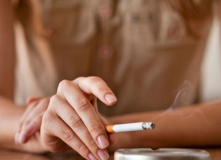 Как да отстраним миризмата на цигари