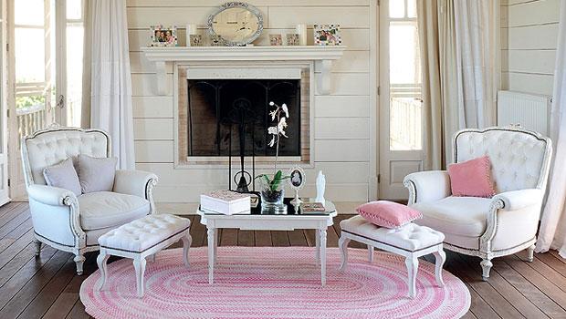 Розови акценти във всекидневната
