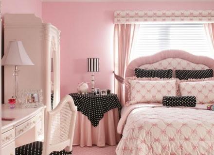 Розовото се настани в спалнята