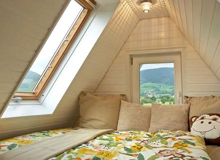 Преобразяване на таванското помещение в детска стая