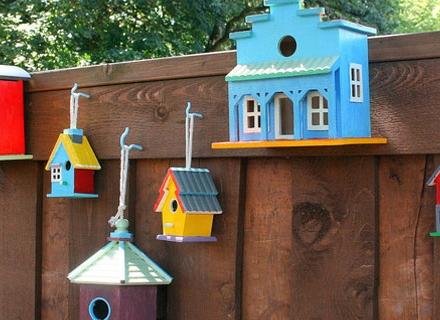 Къщички за птици в двора