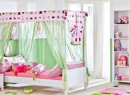За истински приказна атмосфера в детската стая - легла с балдахин