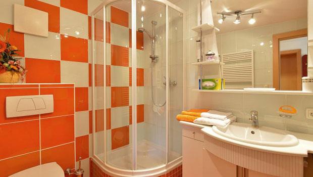 Да спестим пространство в банята с ъглова душ кабина