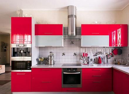 Кухня в червено - едно смело решение