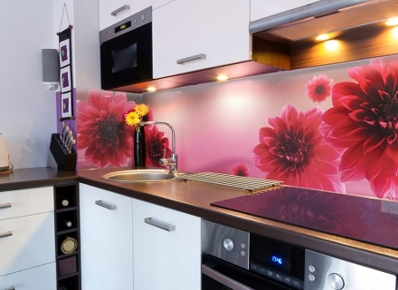 Нов облик на кухнята с принт стъкло