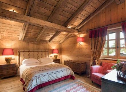 Уют и топлина в спалня в стил шале
