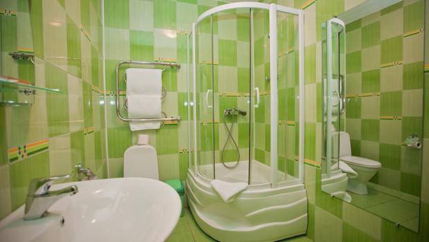 Малки бани с практичен дизайн