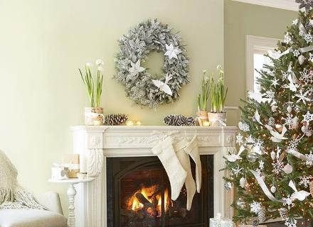 Коледна украса в бяло