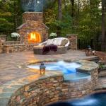 Огън и вода в удивителна хармония в градината