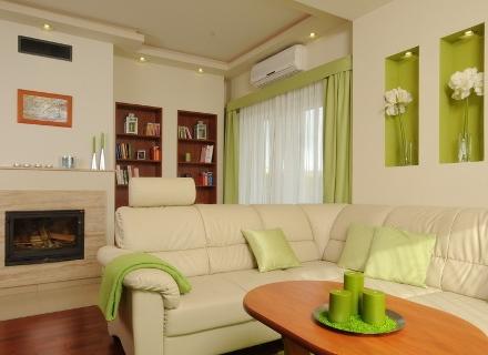 Апартамент със свеж дизайн в шампанско и зелена ябълка