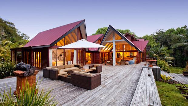 Къща с нестандартна архитектура и винтидж интериор