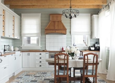 Идеи за бяла кухня с дървен плот