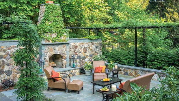 10 идеи за романтична градина с камина