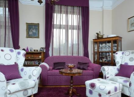 Апартамент с цвят на орхидея