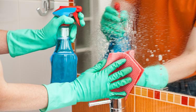 Екологичен домашен спрей за почистване на огледала