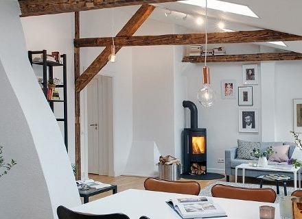 Шведска мансарда представя комбинация от скандинавски и модерен стил