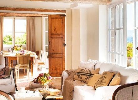 Къща в кънтри стил с естествени материали и много светлина