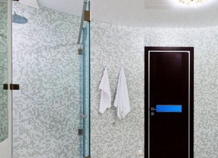 Стилни бани в черно и бяло