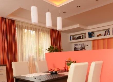 Апартамент 53 кв. м. в топли цветове и класически интериор
