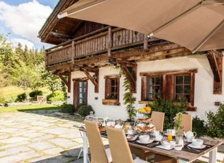 Планинска дървена къща за малко романтично бягство