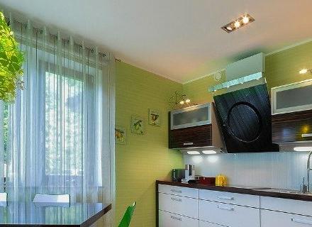 Зелени тапети в кухнята