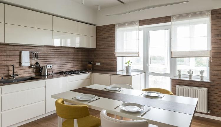 Къси завеси в кухнята - практично и красиво решение