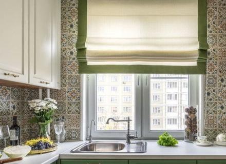 Идеи за римски щори в кухнята