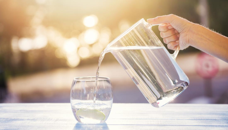 Няколко трика, с които стъклените съдове ще заблестят