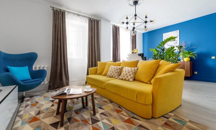 Жълтия диван в интериора