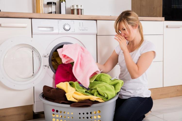 Неприятна миризма на дрехите след пране - как да се справим?