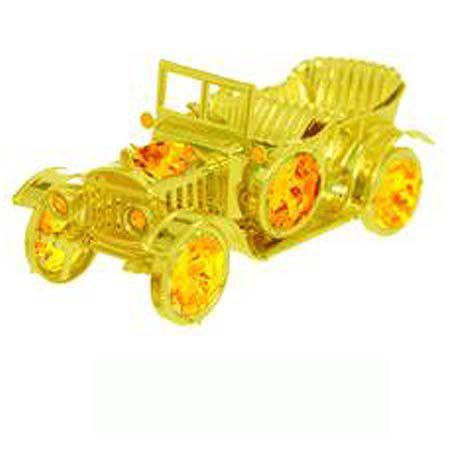 Ретро автомобил златен