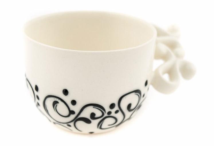 Порцеланова чаша в бяло и черно
